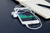 apple-ghi-danh-ba-ng-sang-che-headphones-tu-nha-n-bie-t-tai-trai-phai-