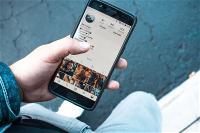samsung-co-the-se-cho-ra-mat-smartphone-giau-camera-truoc-duoi-man-hinh