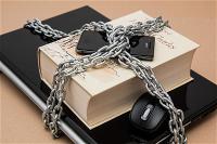 microsoft-cam-nhan-vien-dung-slack-google-docs-amazon-web-services